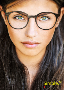 FILLE YEUX VERTS HD